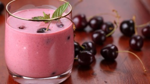 5558f071a6725aea11e14393a7aea410_chocolate-covered-cherry-smoothie-580x326_featuredImage